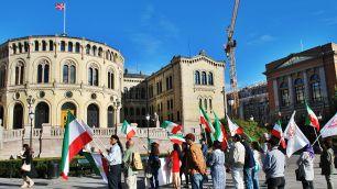 Oslo. Manifestació d'iranians davant el Parlament.