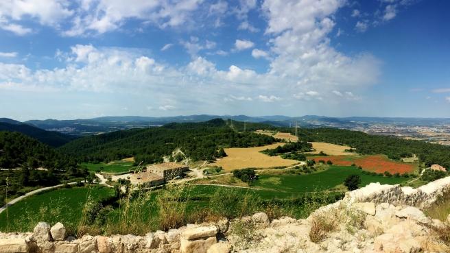 Cal Jaume Bruguers des de les ruïnes del Castell de Castellolí